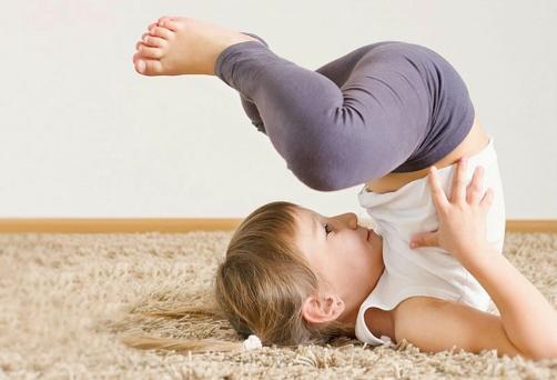 Δοκιμή στην Παιδική Yoga Με Κούνιες